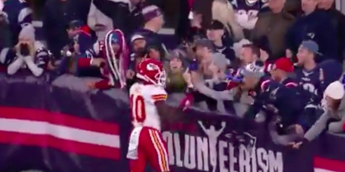 Patriots ban fan who threw beer at Chiefs' Tyreek Hill