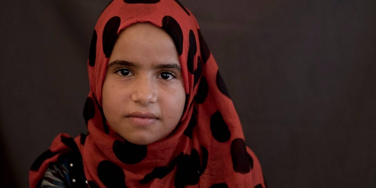 """Tiene 12 años y hace las veces de madre de sus hermanos: el drama de los hijos de combatientes del """"Estado Islámico"""" en Irak que nadie quiere"""