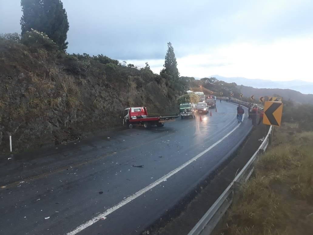 Dos heridos y un fallecido por un accidente de tránsito en la vía Loja-Catamayo