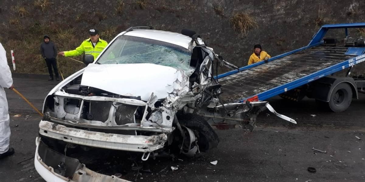Dos heridos y un fallecido por accidente de tránsito en la vía Loja-Catamayo