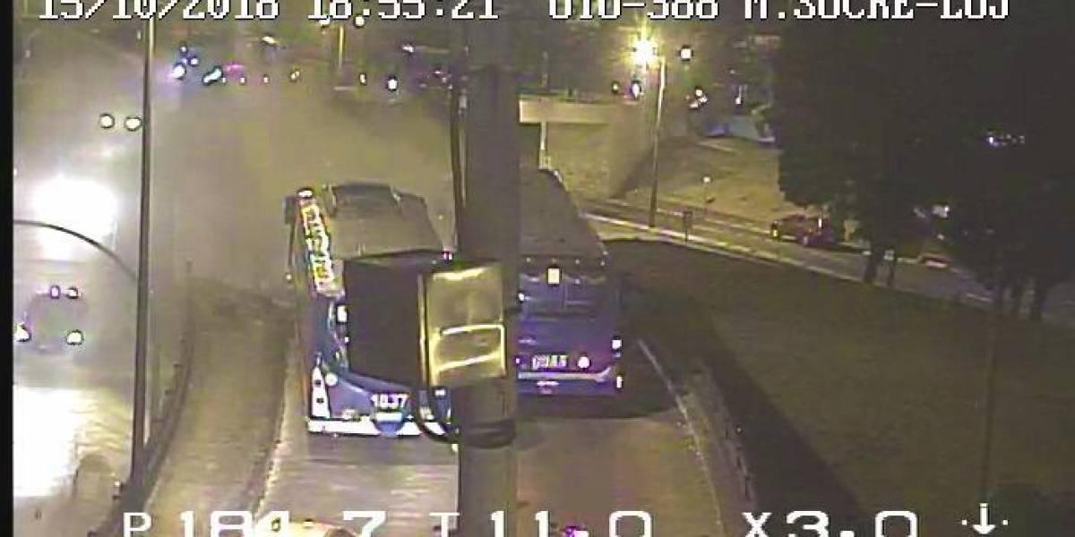 Quito: Bus de transporte público se incendió en San Roque