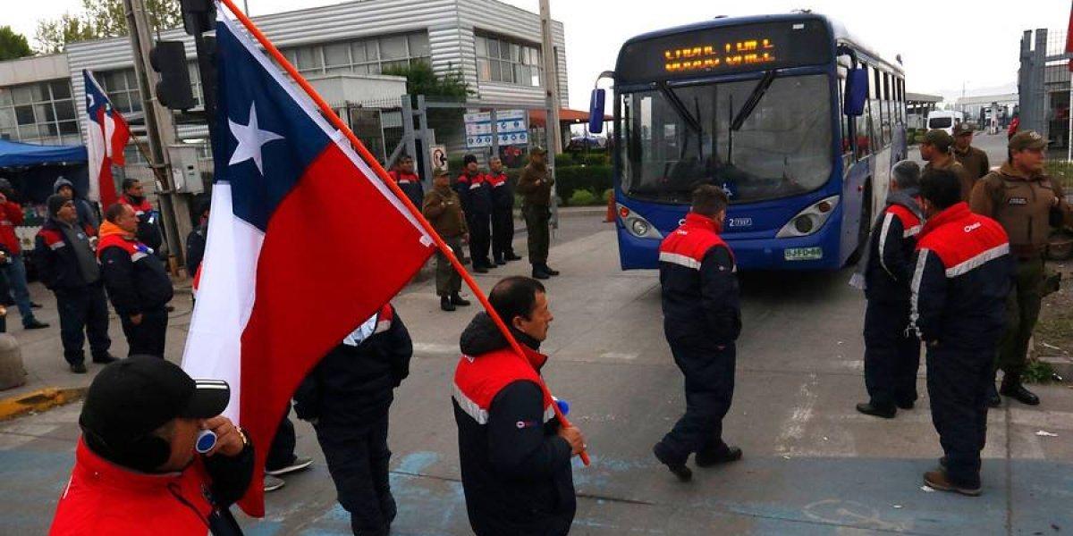 """""""No hubo acuerdo"""": Huelga en recorridos de Subus del Transantiago se extiende hasta el miércoles"""