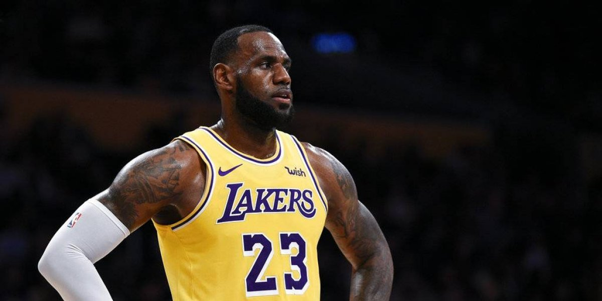 LeBron James desconoce si Lakers firmarán a Carmelo