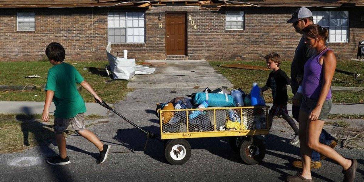 Familias buscan a desaparecidos tras desastroso huracán Michael