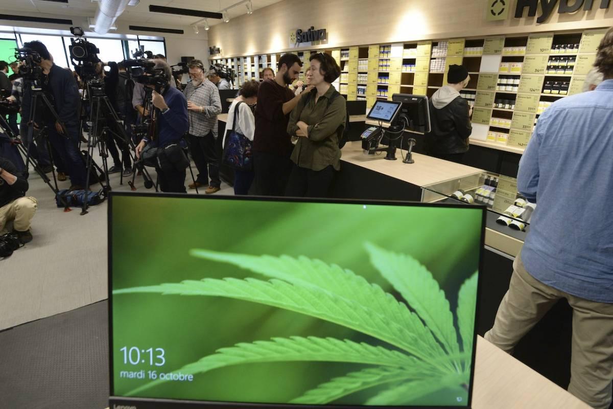 En la provincia de Nueva Escocia, la droga se venderá en 12 tiendas del monopolio provincial de venta de alcohol (NSLC) junto con vino y otras bebidas alcohólicas. Foto: AP