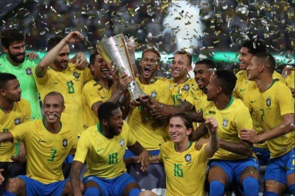 Los brasileños hasta se llevaron copa por ganar el Superclásico / imagen: Lucas Figueiredo / CBF