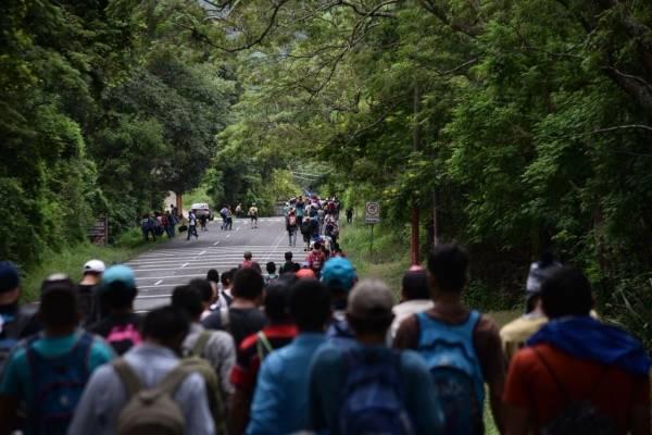 Trump exige a México detener 'ataque' de caravana migrante
