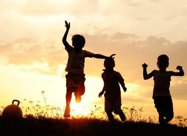 childrenplayingoutside-313b1315dd78698fc69db4ce73ee75df.jpg
