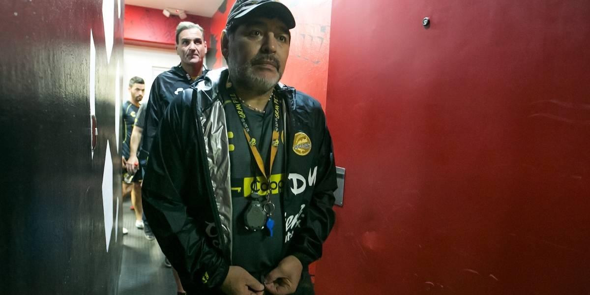 Maradona se ausenta de entrenamiento para ir a rehabilitación