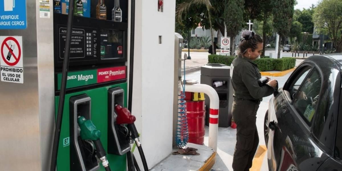 Gasolina Magna supera 20 pesos; Premium 'a nada' de 22 por litro