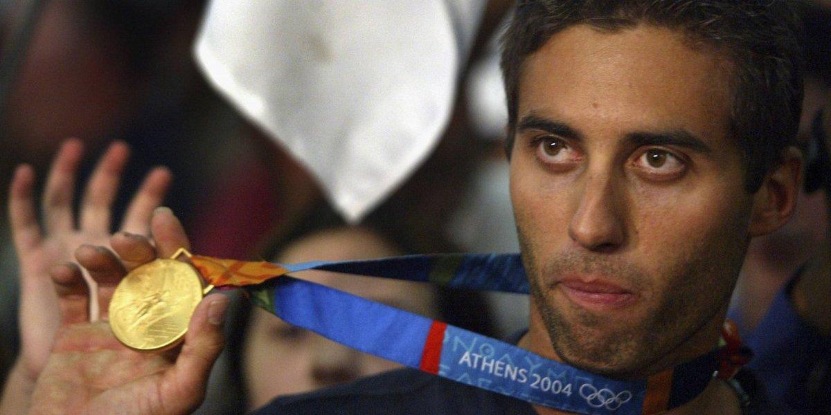 Campeón olímpico vende única medalla de oro de su país por falta de dinero
