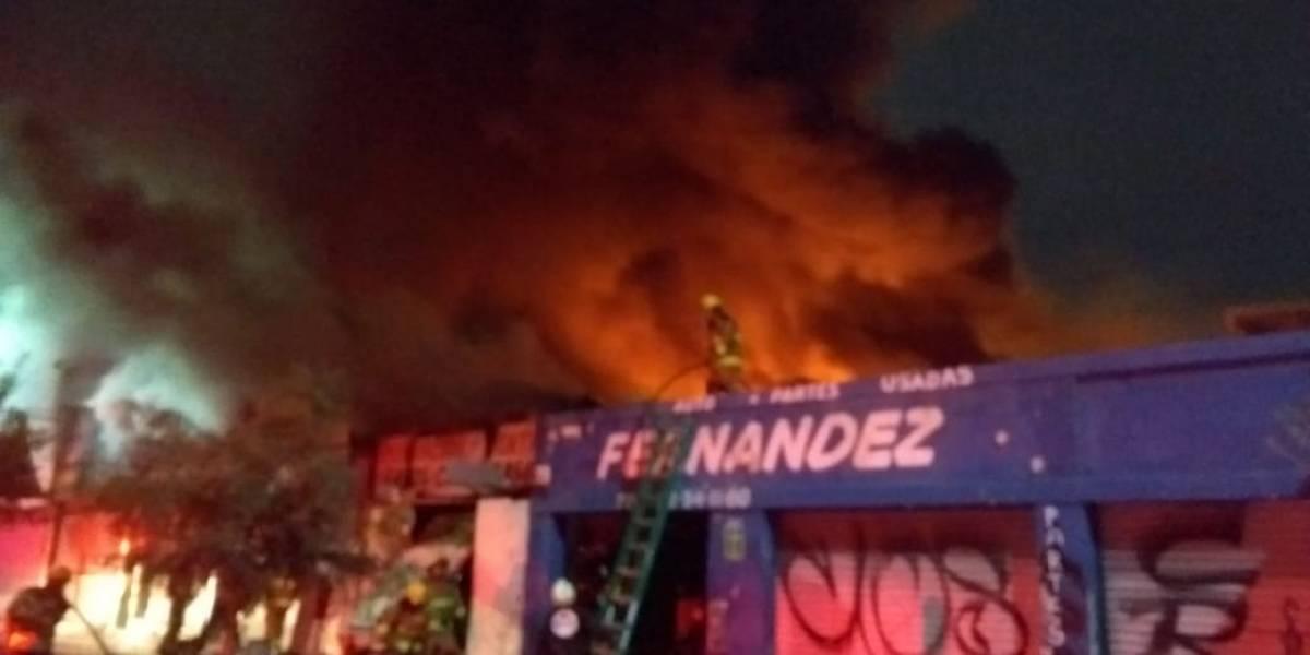Se incendia bodega de llantas en Monterrey; provoca intensa movilización