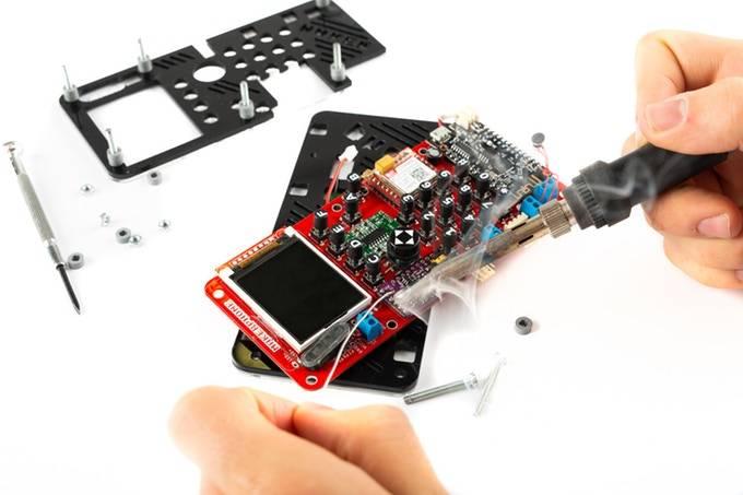 Conoce a MakerPhone, el celular que armas como si fuera un Lego