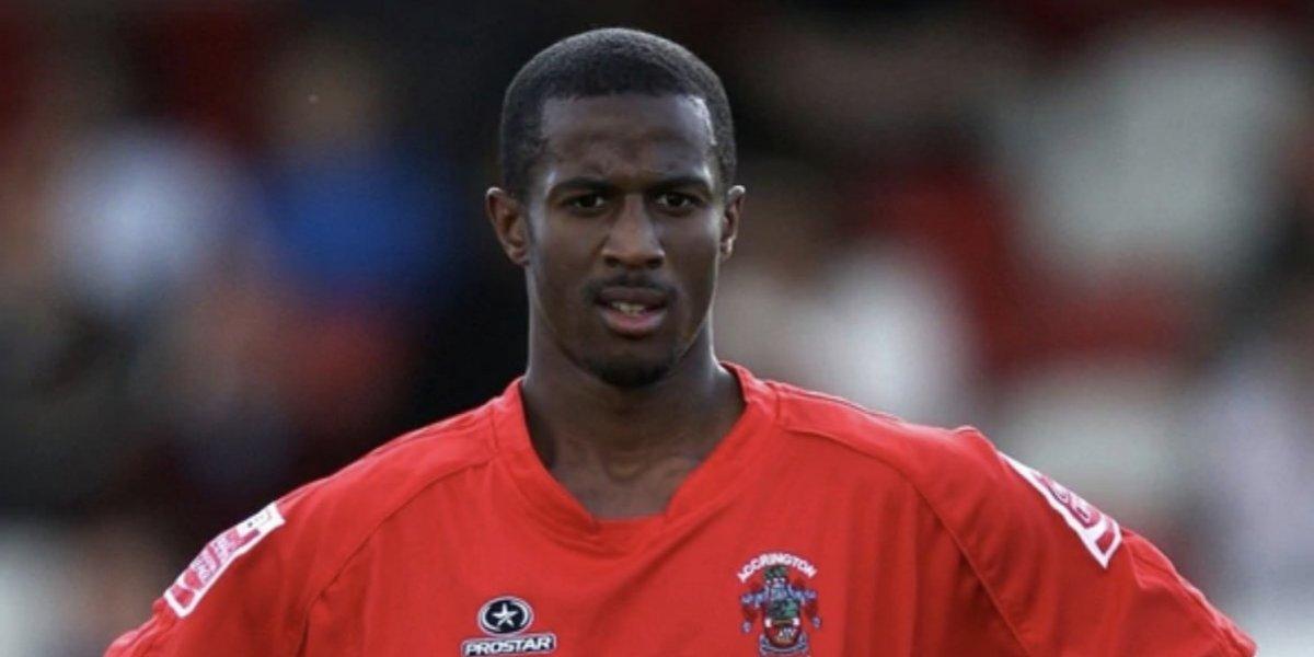 Ex futbolista le lanza agua caliente a un hombre en los genitales