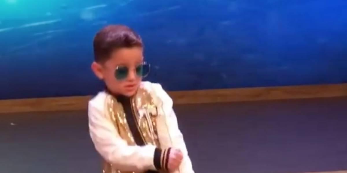 Niño de 5 años causa controversia tras imitar a Bad Bunny
