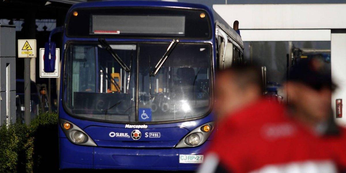 Conflicto por el baño en Transantiago: choferes de Subus dicen que no tienen y empresa responde que los arriendan a vecinos y restaurantes