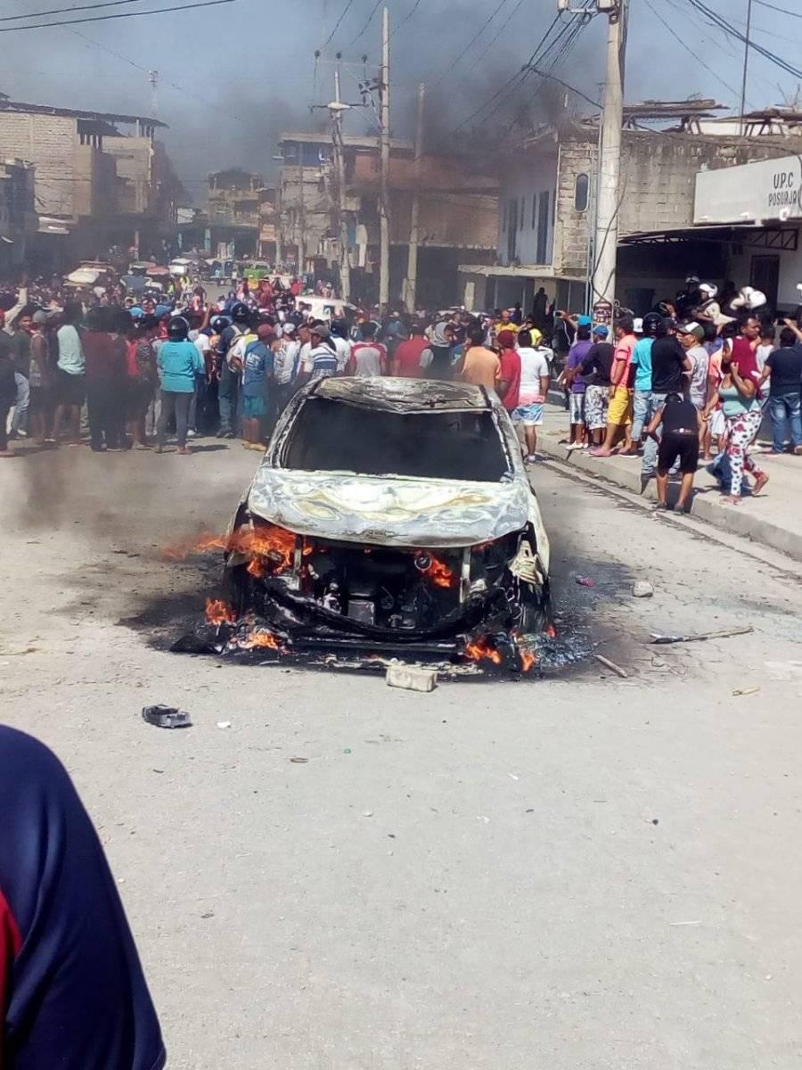 Caos en Posorja: linchan a supuestos secuestradores e incendian vehículos Twitter