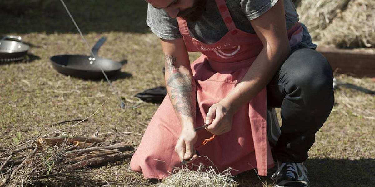 MasterChef Profissionais: Cozinheiros penam para acender fogueira no mato