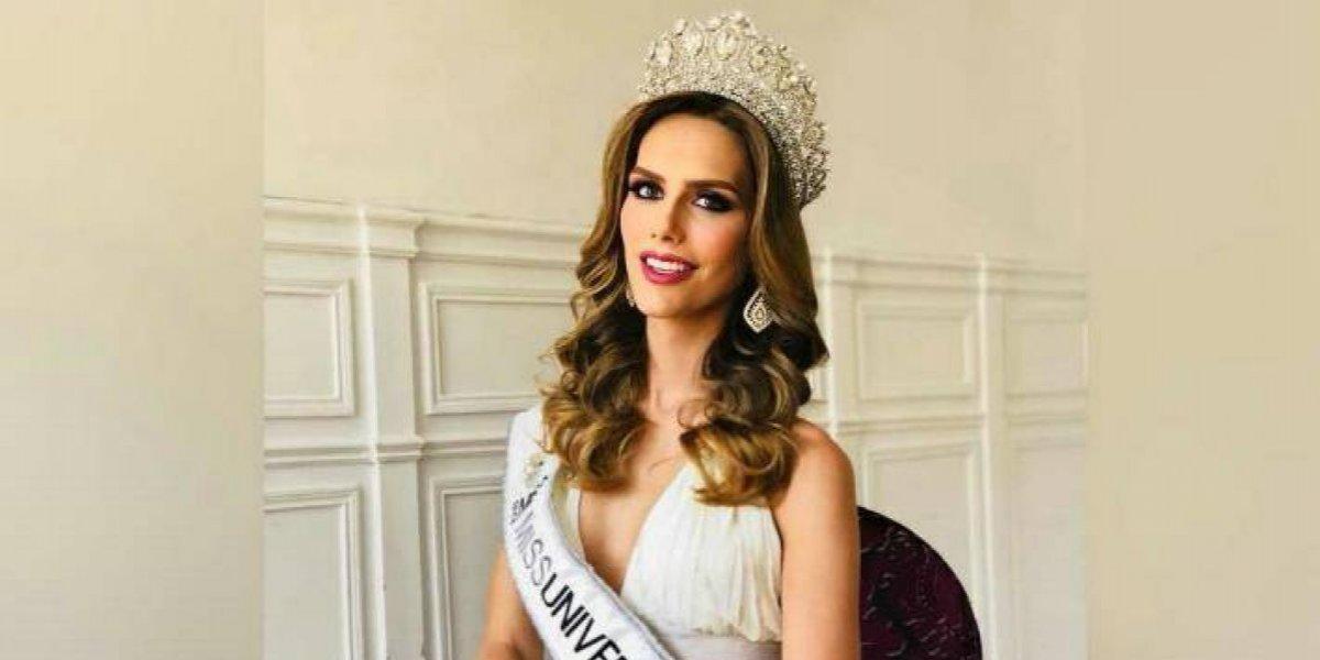 Ángela Ponce reaparece para desfilar en candente y diminuta lencería