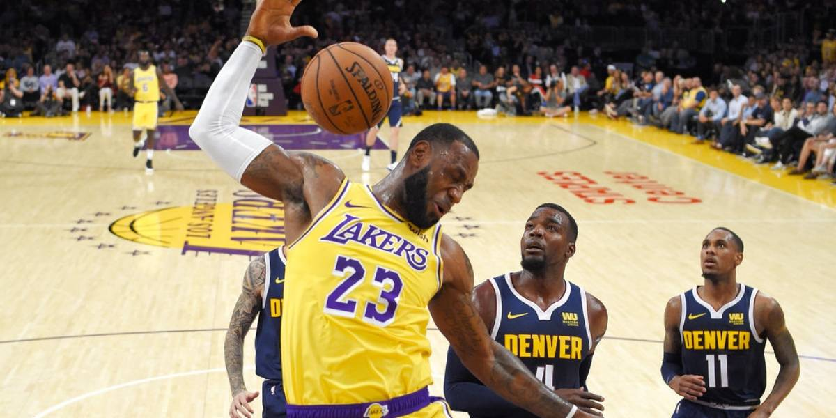 El primer martillazo de LeBron James con los Lakers