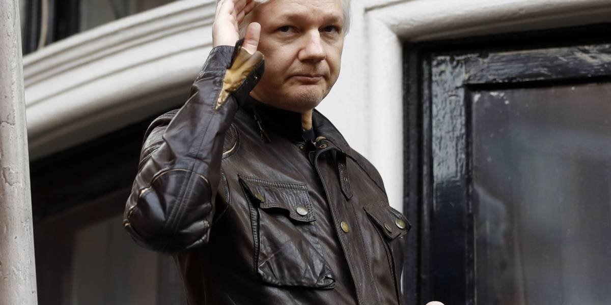 Presiona a Ecuador para que entregue a Julian Assange