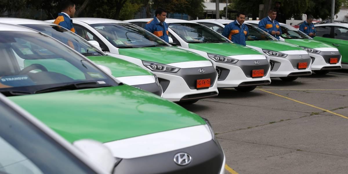 Llegó la primera flota de taxis eléctricos a Santiago