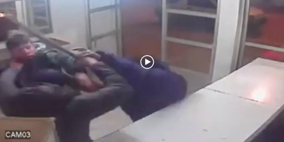 Con sillas y un bate: Pareja sacó épicamente a asaltantes de su negocio en Arauco