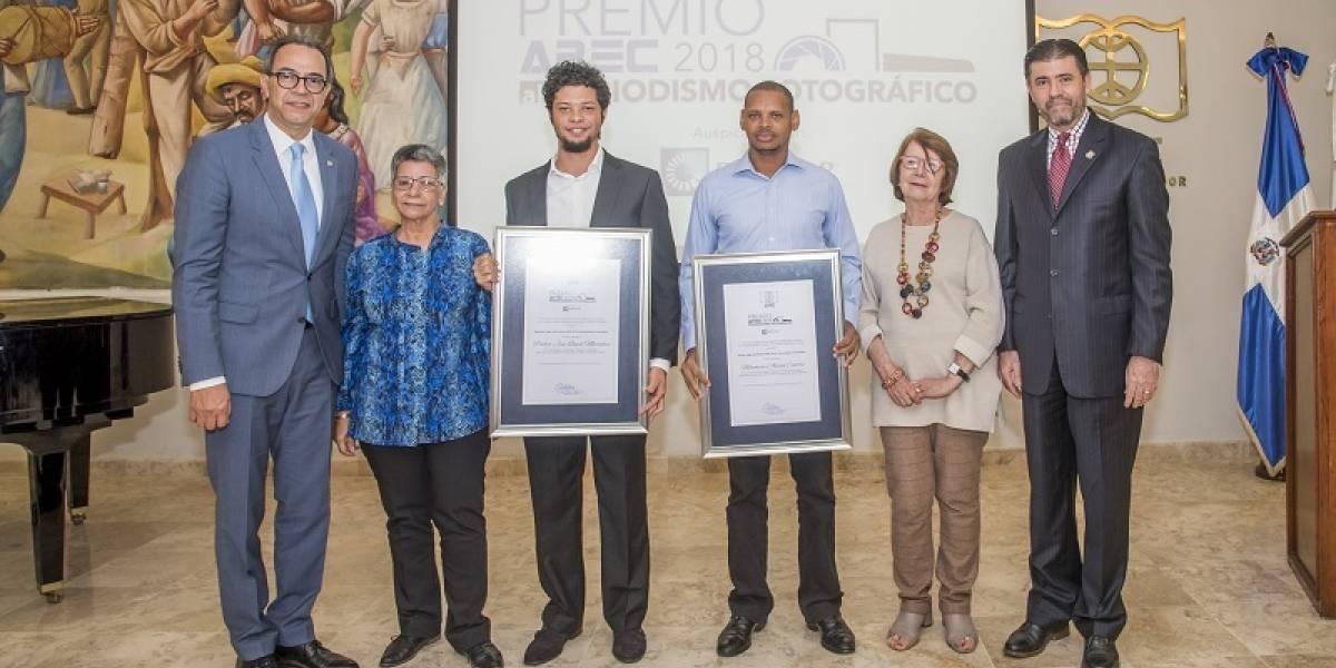 UNAPEC entregó premios a fotoperiodistas