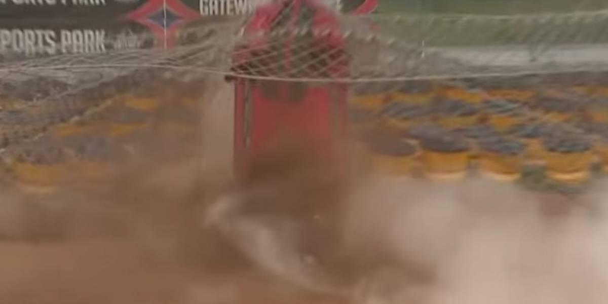 VIDEO: Auto se queda sin frenos en plena competencia y pudo terminar en tragedia