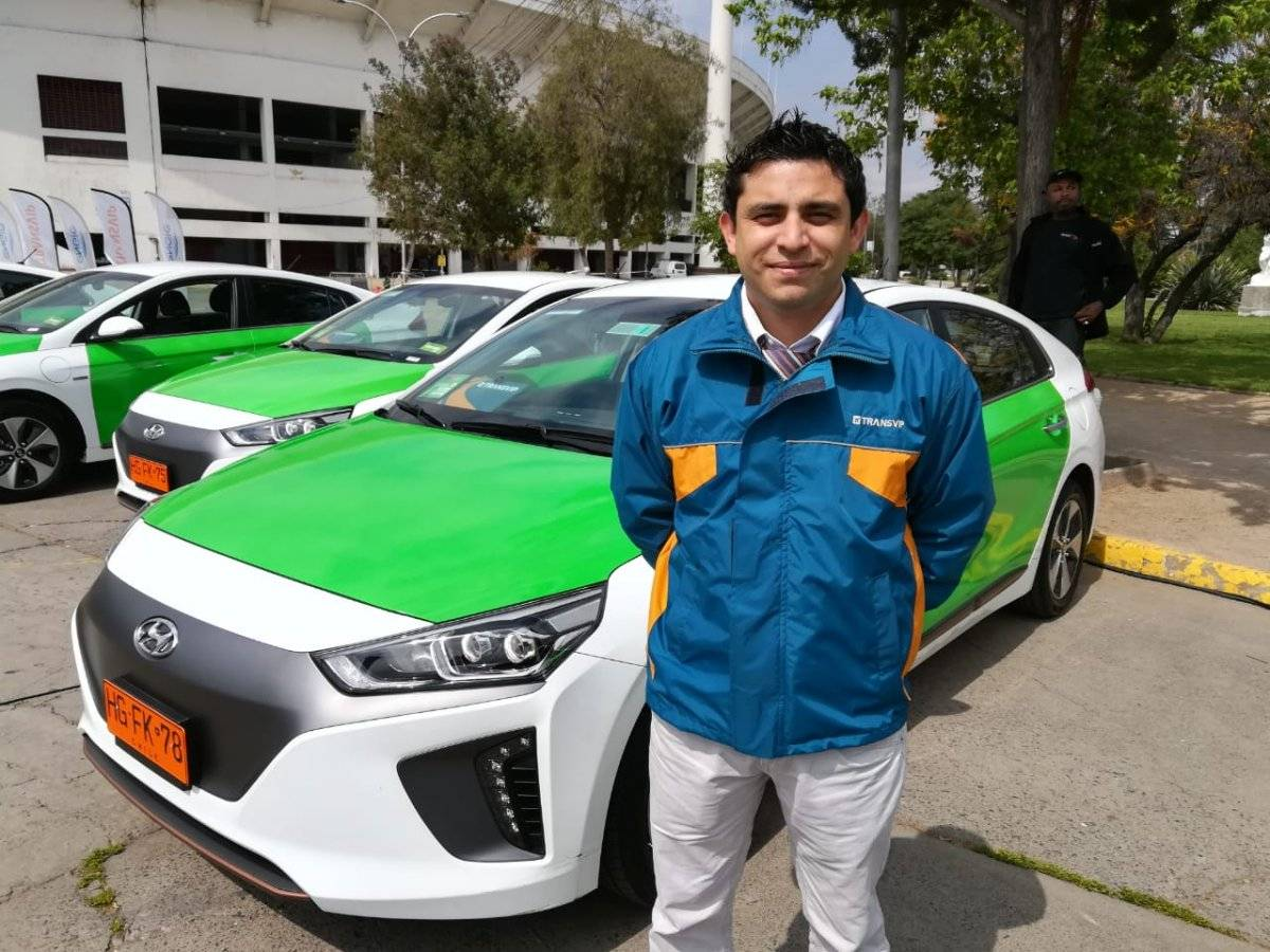 Rodrigo Hernández, conductor de taxi eléctrico . Foto: Jaime Liencura / Publimetro