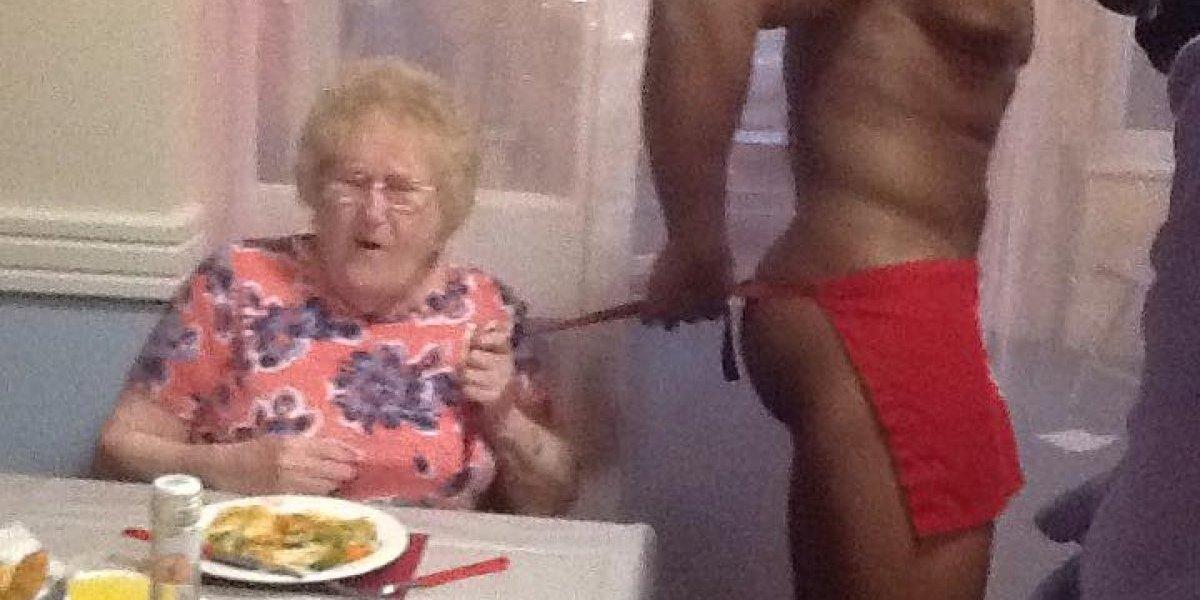 Abuelita festeja sus 89 años con strippers ¡Esta es de las mías!