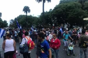 caravana de migrantes hondureños en plaza de la Constitución