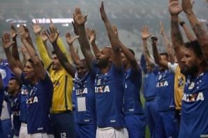 https://www.metrojornal.com.br/esporte/2018/10/18/com-participacao-var-cruzeiro-bate-o-corinthians-e-conquista-o-hexa.html