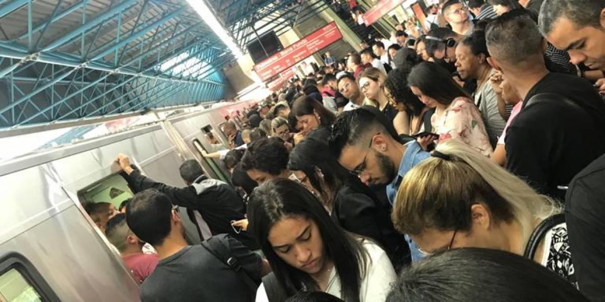 Passageiros são obrigados a desembarcar de trem por complicações na linha 3-Vermelha