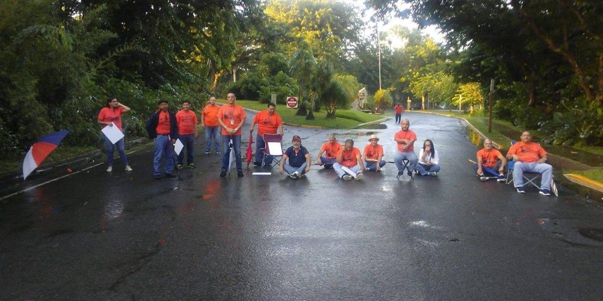 HEEND hace desobediencia civil en administración central UPR