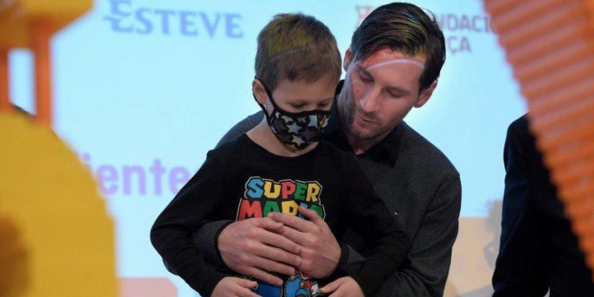 VIDEO: Messi, al borde de las lágrimas tras visitar a niños con cáncer