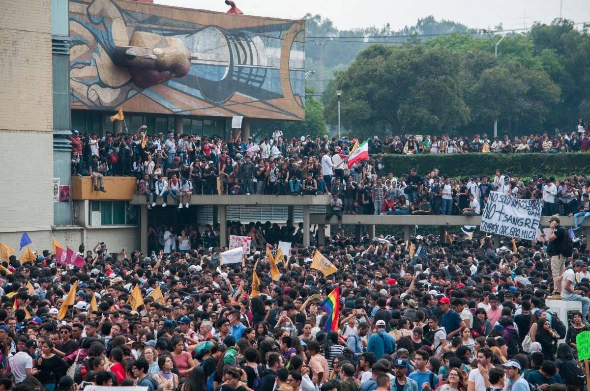 Marcha en CU para exigir salida de grupos porriles Foto: Cuartoscuro