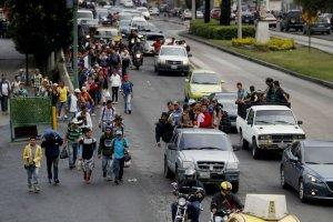 Hondureños llegan en caravana migrante a México