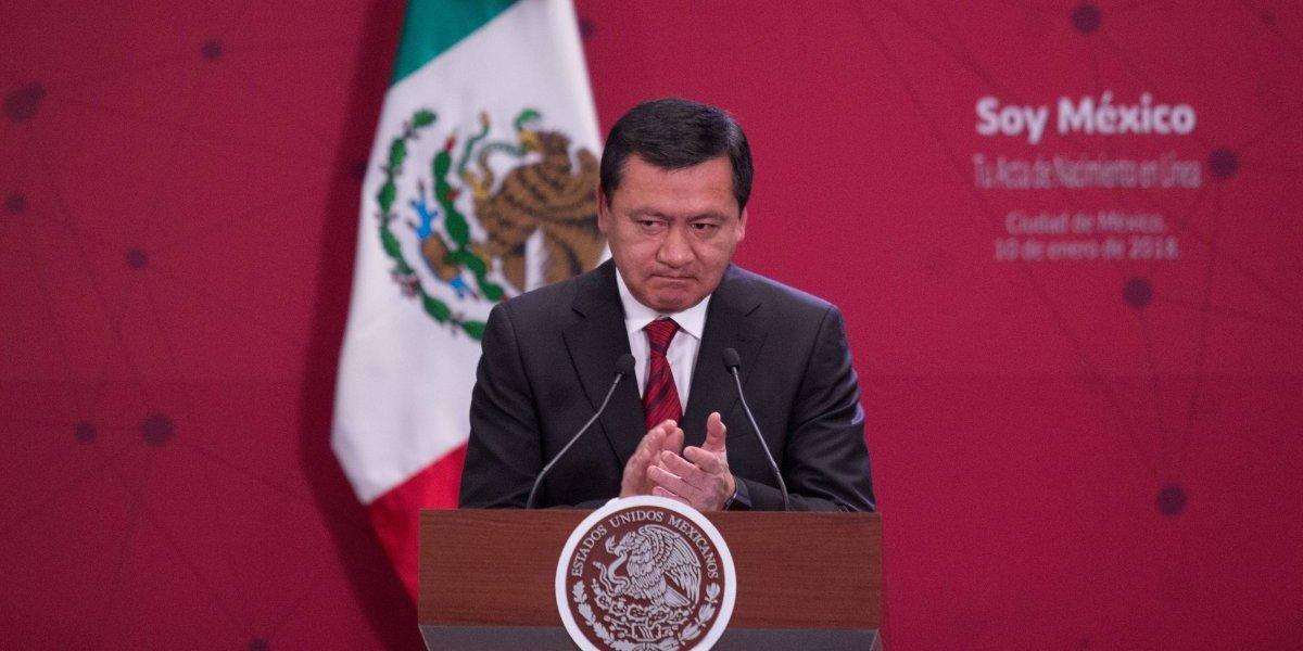 Felicitación de Osorio Chong a Carmen Aristegui desata polémica