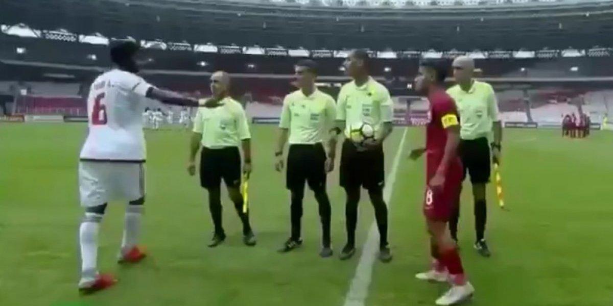 Capitanes de Emiratos Árabes y Qatar no se saludan en Copa Asiática