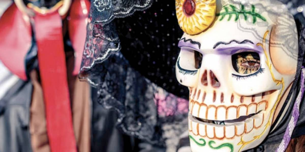Xantolo se adueña de las calles  de San Luis Potosí