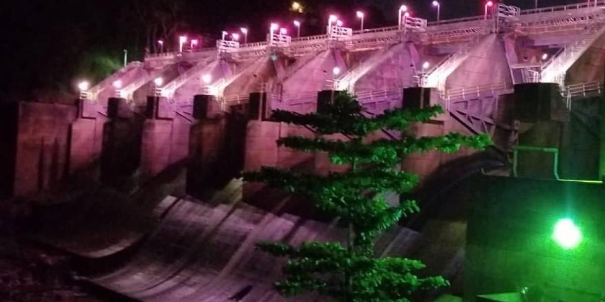 AAA ilumina de rosa represa Carraízo