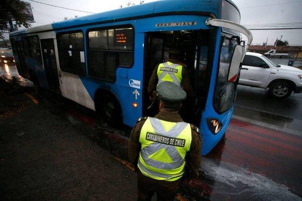El principio del fin de la peor empresa del Transantiago: este martes comienzan a desaparecer buses celestes del sistema