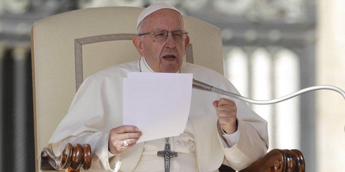 """Acusador del papa denuncia """"flagelo de la homosexualidad"""""""