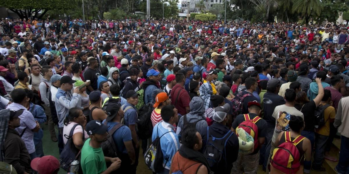 Migrantes rompen cerco fronterizo en Guatemala e ingresan a México