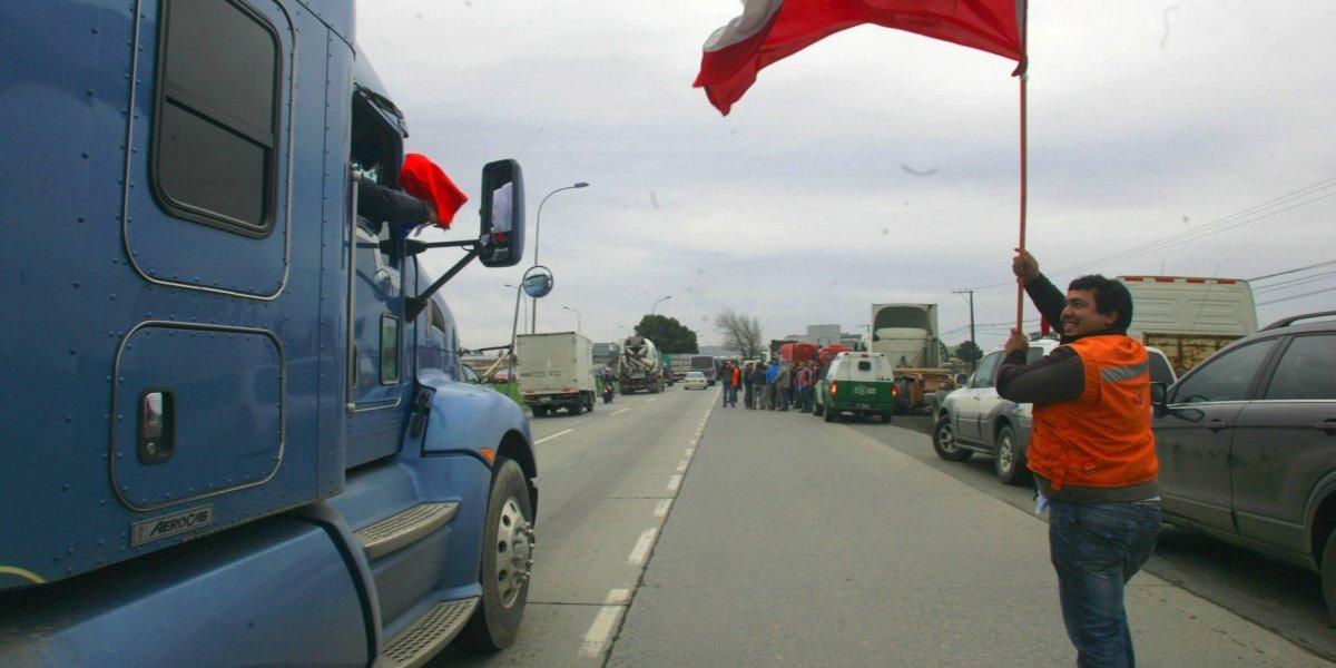 Precio de la bencina por las nubes: Dueños de Camiones discutirán este sábado posibles movilizaciones por el alza de los combustibles