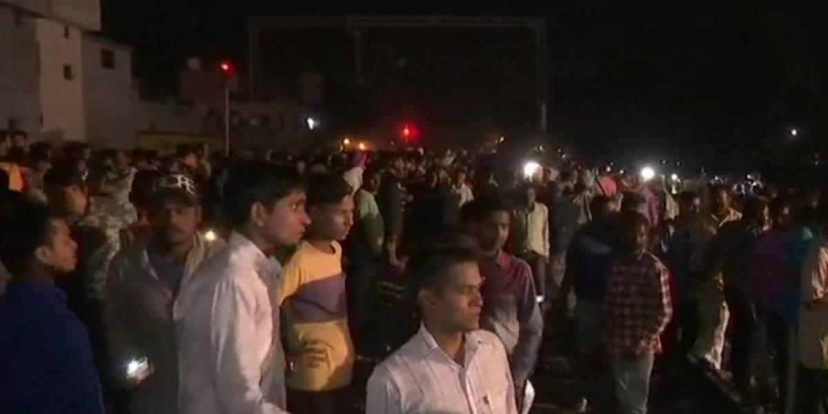 Tren atropella y mata a decenas de personas en India