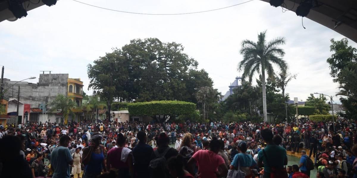 Regresan a Honduras dos mil migrantes de la caravana