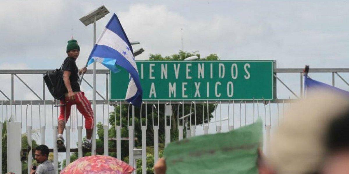 Policía Federal brinda ayuda a integrantes de la caravana migrante