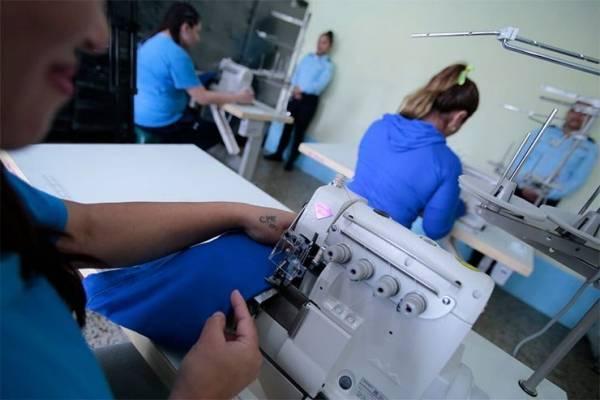 reclusas de Fraijanes I reciben máquinas de coser